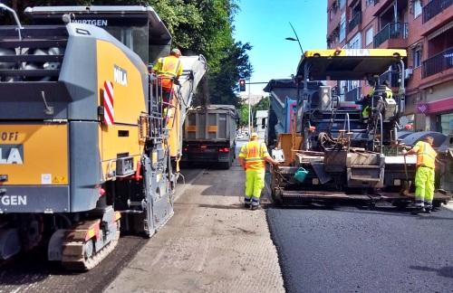 El Ayuntamiento realiza trabajos de mantenimiento en la Avenida del Mediterráneo