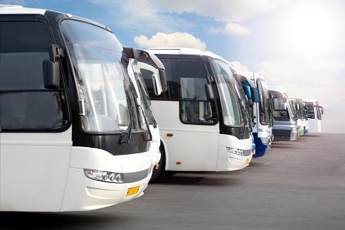 Empresas de transporte de viajeros y Agricultura conciertan el transporte de trabajdores del sector en Almería