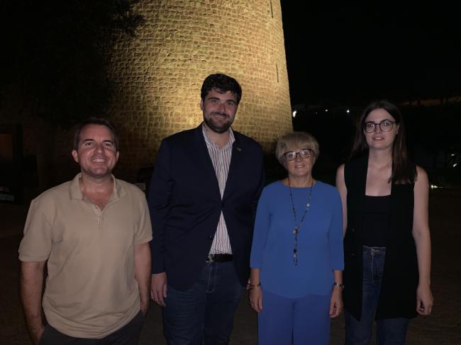 El Castillo de Santa Ana se ilumina de dorado por el cáncer infantil