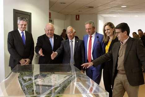 El consejero de Salud visita Roquetas y confirma el compromiso de la Junta con el 'necesario' Hospital