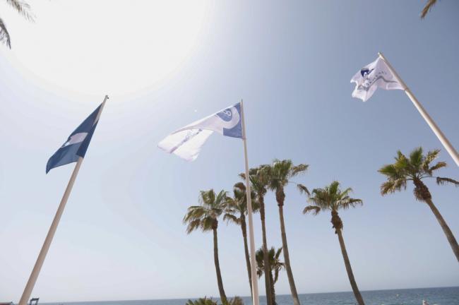 La calidad y accesibilidad de las playas de Almería ondean con trece banderas