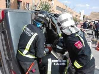 Veintiséis bomberos participan en un curso sobre excarcelación de accidentes de tráfico