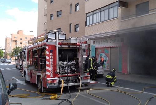 Arde un coche en la segunda planta del garaje de un edificio de viviendas