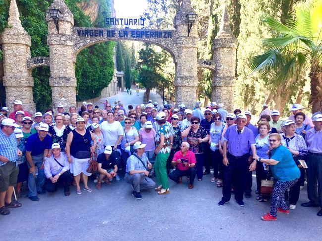 Más de doscientos mayores del municipio visitan Calasparra y Caravaca de la Cruz