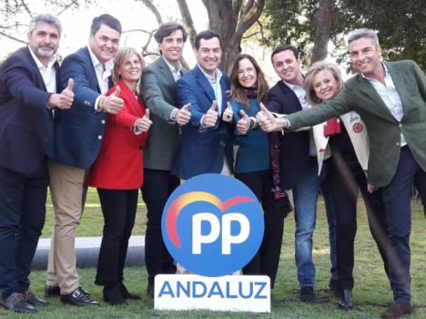 Moreno posa con los candidatos andaluces al Congreso