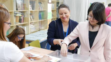 La consejera Crespo vota en Adra