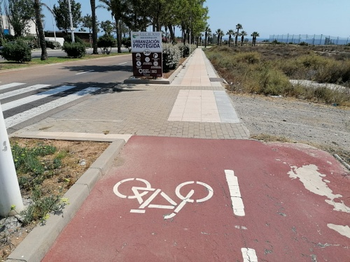 El Ayuntamiento completa el carriles bici entre la N-344 y El Toyo