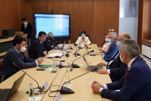 Diputación y Junta acuerdan potenciar el funcionamiento virtual de la administración local