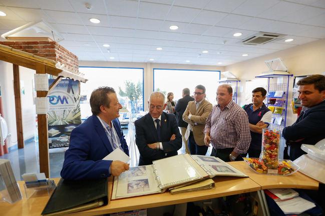 Diputación apoya al tejido empresarial de la provincia en el Aniversario de 'Plásticos Matilla'