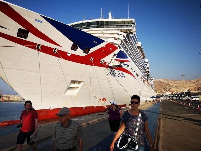Seis cruceros harán escala en el Puerto de Almería en septiembre