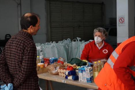 Cajamar promueve una acción solidaria con Consum, Coviran y Cruz Roja Responde