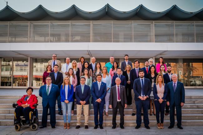 Amat destaca la palabra 'equipo' al presentar su candidatura a la Alcadía de Roquetas