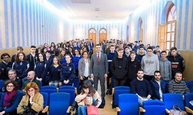El alcalde inaugura la jornada de orientación laboral de la Compañía de María