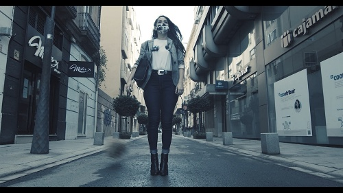 La edil de Podemos protagoniza un vídeo que critica que 'Almería está muerta'