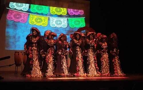 Risas y emoción en la primera de las semifinales del Carnaval Almería