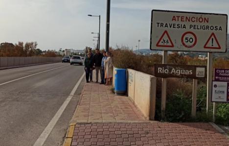 El PSOE pide acabar con los dos puntos negros en la carretera a Mojácar