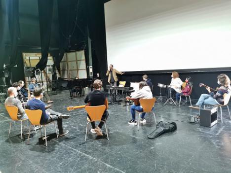 Pablo Mazuecos imparte un curso de iniciación al jazz y música moderna en Vera