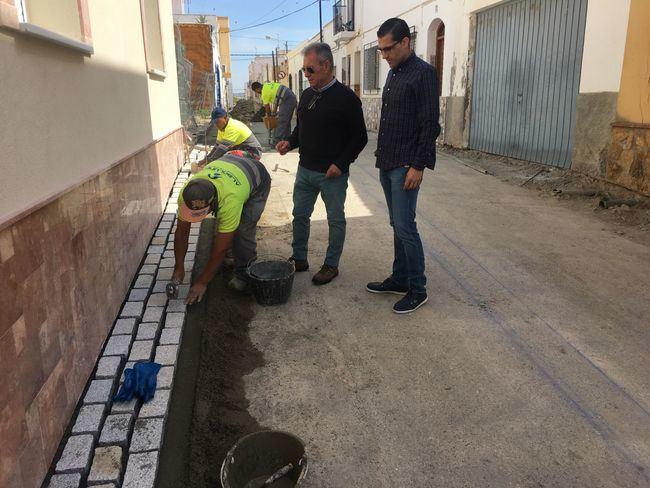El Ayuntamiento de vera mejora la accesibilidad en las calles del centro