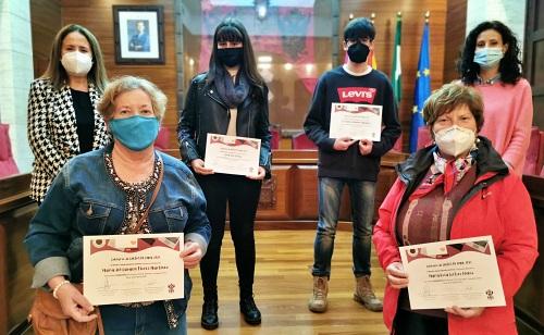 El ayuntamiento de Vera entrega los premios del concurso de cartas de amor