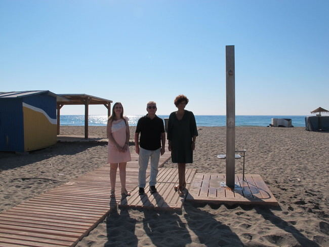 El Ayuntamiento de Vera instala pasarelas de hormingón en el acceso a las playas