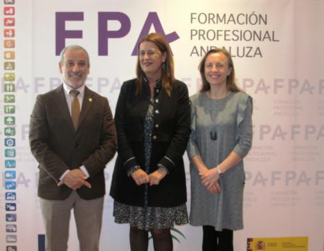 La Consejera de Educación acompaña al alcalde de Vera en la clausura de las II Jornadas Andaluzas de FP