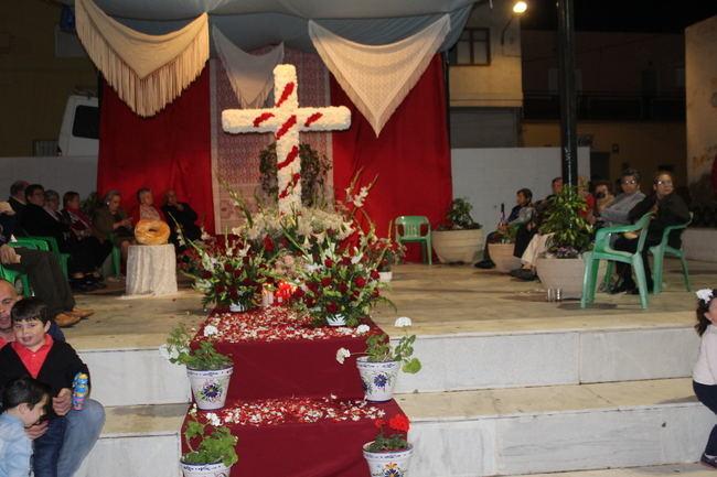 Los gadorenses disfrutan las fiestas de la Cruz de la Plaza la Ermita