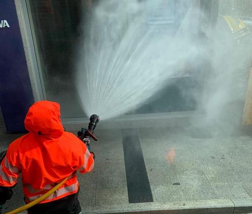 Bomberos del Poniente y Levante desinfectan en una treintena de municipios