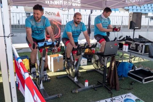 30 horas pedaleando para lograr 5.000 euros para la Asociación de Esclerosis Múltiple