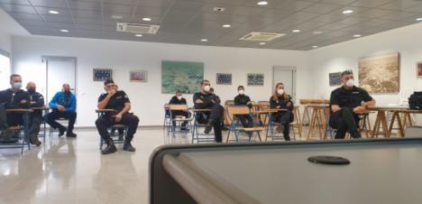 La Policía Local de Vera se forma en el uso de pistolas TASER