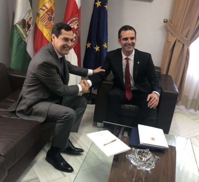 Ni PSOE ni IU acuden a recibir al presidente de la Junta de Andalucía en Alcaldía