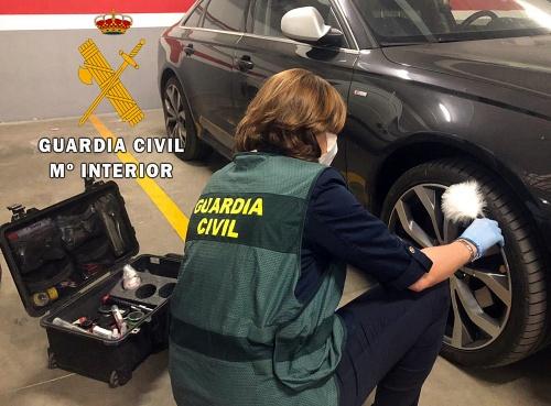 Detenida en Almerimar una 'okupa' que dañó 50 vehículos de vecinos que querían echarla