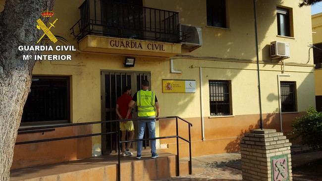 La colaboración Policía Local de Roquetas y la Guardia Civil cogen a un asaltante de viviendas