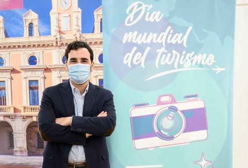 Almería celebra el Día Mundial del Turismo con un 'Banco de los Recuerdos'