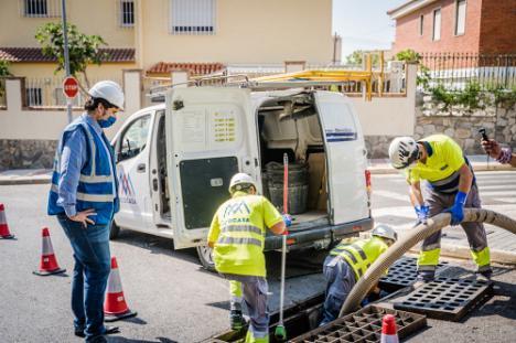Limpieza preventiva de los cerca de 5.000 imbornales de Roquetas