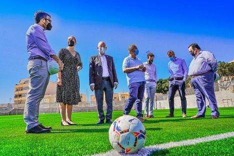 Amat visita el nuevo campo de fútbol de El Parador