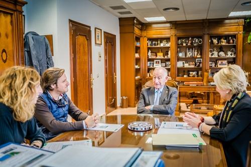 Junta y Ayuntamiento de Roquetas ponen autobuses gratuitos para evitar el Cañarete