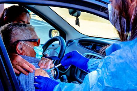 Inicio de la campaña de vacunación en Roquetas de Mar
