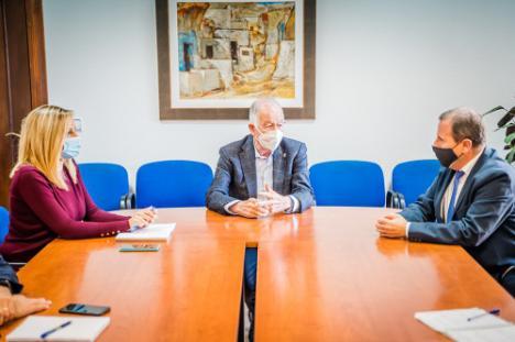 Convenio entre Ayuntamiento de Roquetas y Cámara de Comercio por el Plan Impulsa