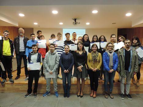 Diputación forma a medio centenar de jóvenes de la provincia con talleres de inglés y repostería