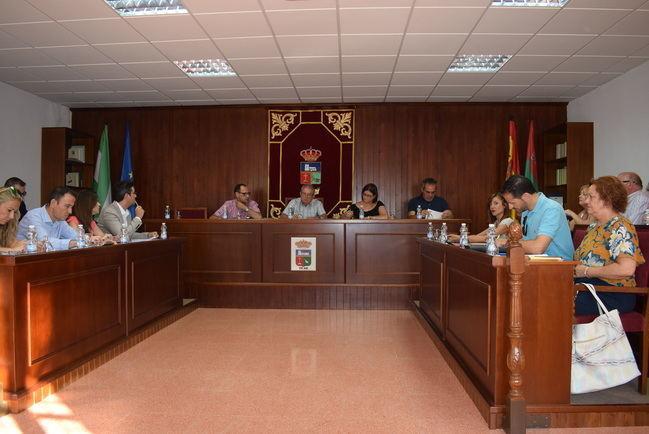 Vícar aprueba su plan de igualdad y su apoyo a la capital en su candidatura gastronómica
