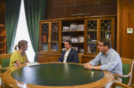 La presidenta de la Casa de Almería en Sevilla visita la Diputación