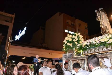 Multitudinaria procesión de la Virgen del Carmen en Aguadulce