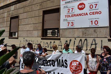 Concentración en Berja por la muerte de un trabajador