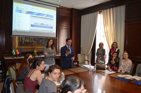 Voluntarios del 'Cuerpo Europeo de Solidaridad' visitan la Diputación