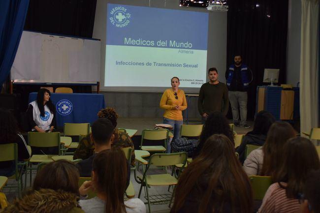 Médicos del Mundo da una charla en el IES Puebla Sobre Una Sexualidad Sana