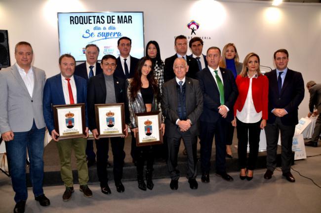 India Martínez recoge uno de los premios Castillo de Las Roquetas en FITUR