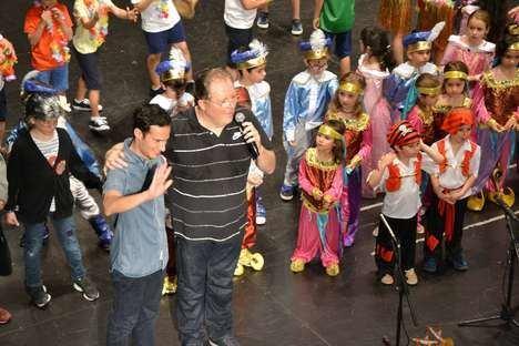 200 niños en el musical 'Abuelitos, cantemos un cuento' en la Escuela de Música de El Parador