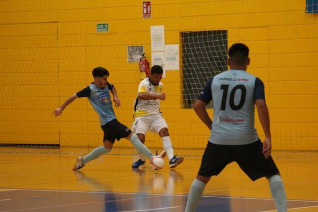 El equipo de Óscar García Poveda debuta con contundencia ante sus seguidores