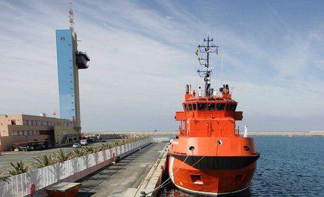 Trasladan a Almería a 27 personas rescatadas de una patera
