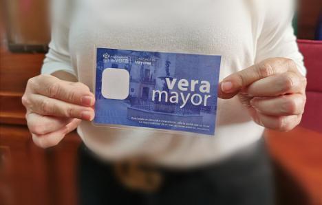 El Ayuntamiento de Vera subvenciona el transporte a las personas jubiladas